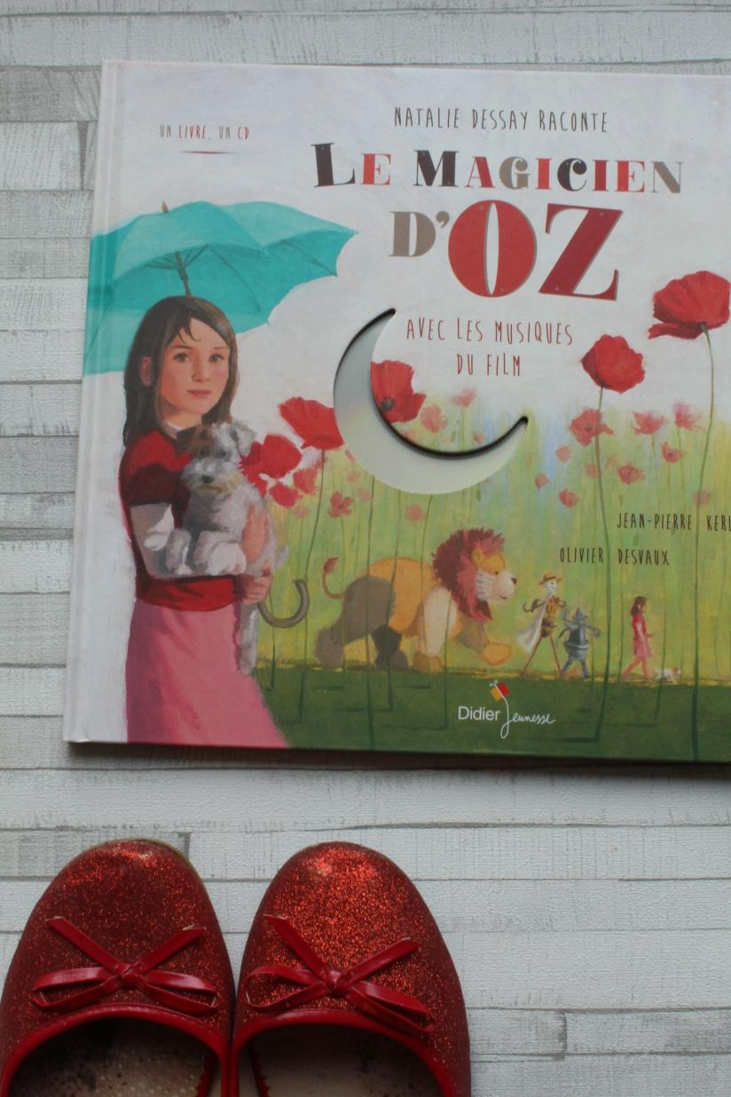 le-magicien-d-oz-doz-dorothy-livre-cd-histoire-didier-jeunesse-chanson-judy-garland-film-comedie-musicale-couverture-chaussures-ruby-rouge-paillette-sorciere