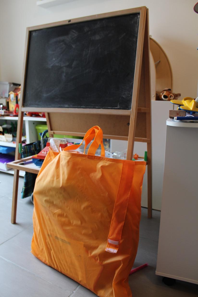 ludi-cabane-pop-up-tente-ecole-maitresse-jeu-jouer-jouet-enfant-pratique-gain-place-rangement-transportable-sac