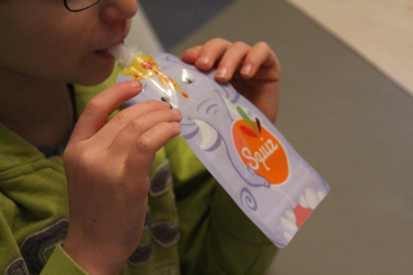 squiz-gourde-plastique-compote-reutilisable-lavable-resistante-enfant-petit-gouter-pomme-lydie-pteapotes-pratique