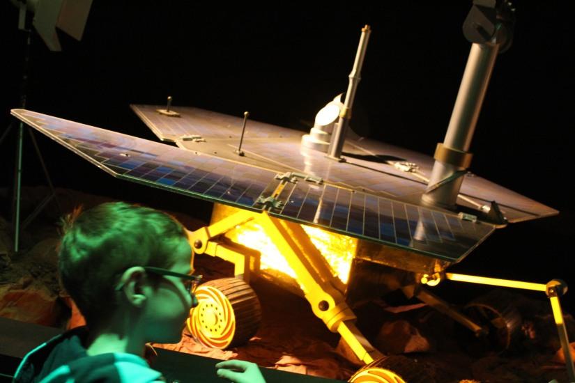 capsciences-odysee-espace-planete-systeme-solaire-lune-mars-simulateur-explication-exposition-decouverte-visite-science-scientifique-enfant-bordeaux-engin-spatial-vaisseau