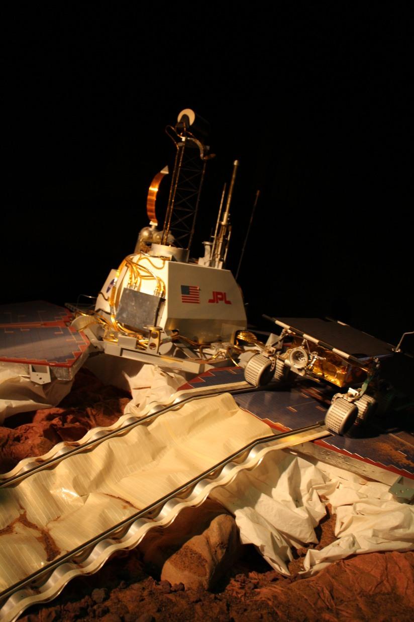 capsciences-odysee-espace-planete-systeme-solaire-lune-mars-simulateur-explication-exposition-decouverte-visite-science-scientifique-enfant-bordeaux-robot-mission