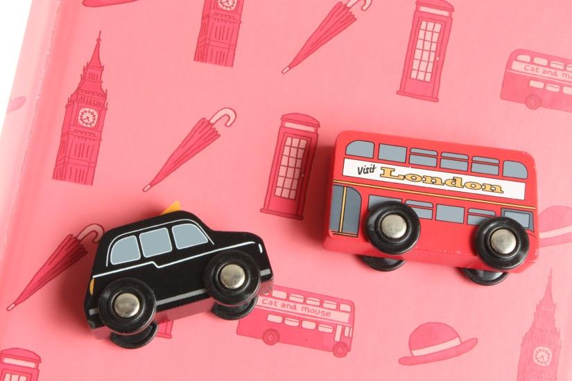 cat-and-mouse-abc-melody-eveil-anglais-livre-londres-angleterre-enfant-cd-petit-ecole-maternelle-dessin-pteapotes-lydie-bus-double-deck-cab-taxi-noir