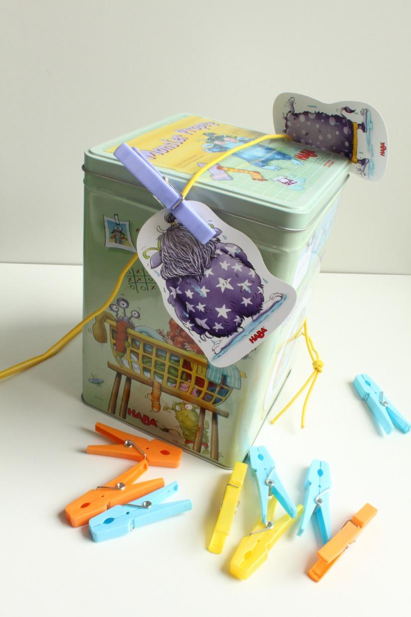 haba-jeu-collectif-monster-propre-linge-lavage-boite-metal-exterieur-enfant-cadeau-idée-anniversaire-groupe-animation-epingle