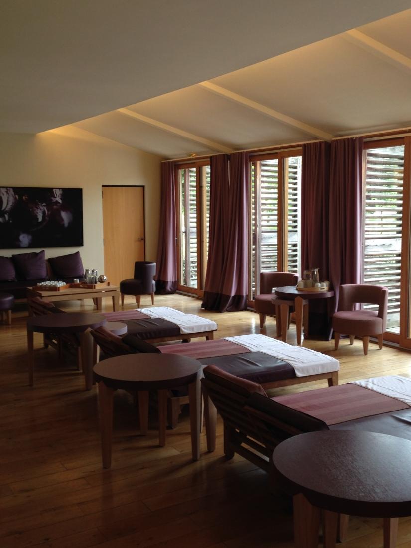 sources-caudalie-bordeaux-martillac-spa-massage-cosmetique-luxe-prestige-vigne-raisin-vin-table-lavoir-creme-gommage-huile-detente