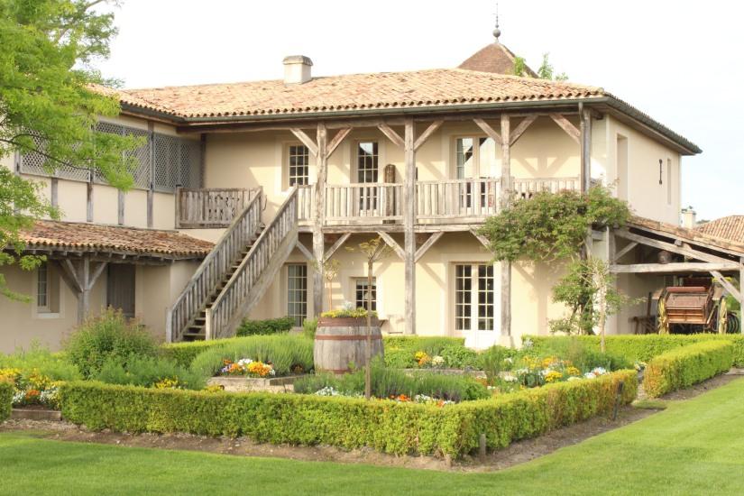sources-caudalie-bordeaux-martillac-spa-massage-cosmetique-luxe-prestige-vigne-raisin-vin-table-lavoir-creme-gommage-huile-hotel