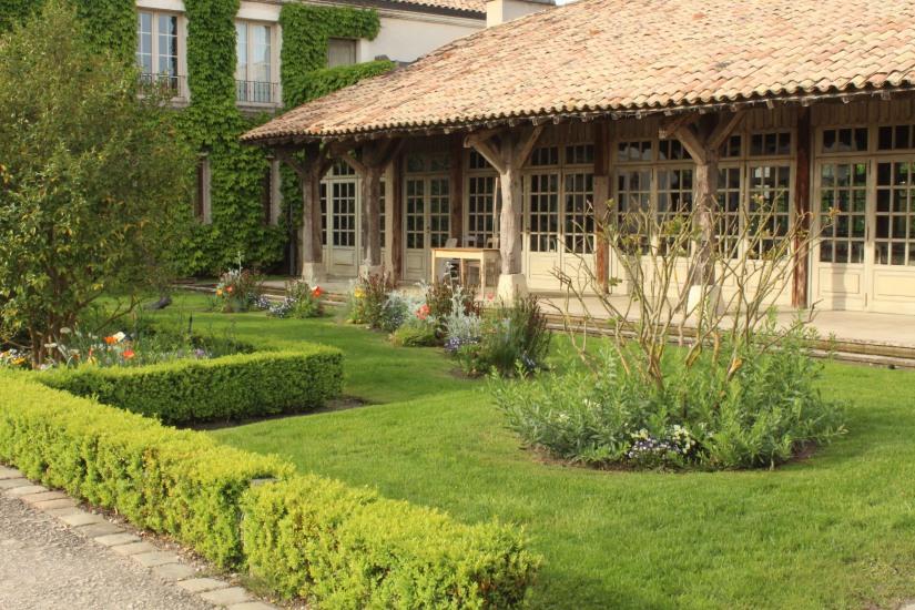 sources-caudalie-bordeaux-martillac-spa-massage-cosmetique-luxe-prestige-vigne-raisin-vin-table-lavoir-creme-gommage-huile-restaurant