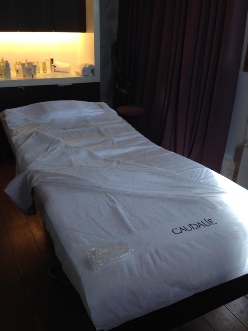 sources-caudalie-bordeaux-martillac-spa-massage-cosmetique-luxe-prestige-vigne-raisin-vin-table-lavoir-creme-gommage-huile-soin