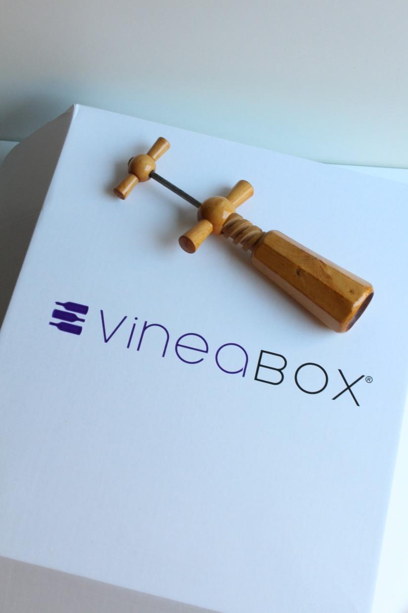vineabox-vin-boisson-aperitif-box-rouge-blanc-rosé-alcool-mensuel-abonnement-repas-barbecue-famille-amis-pteapotes