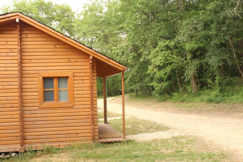 cabane-romaningue-pompignac-bordeaux-tonneau-fut-vin-gironde-visite-nuit-dormir-depaysement-campagne-petit-dej-apero-rouge-famille-enfant-douche-sanitaire