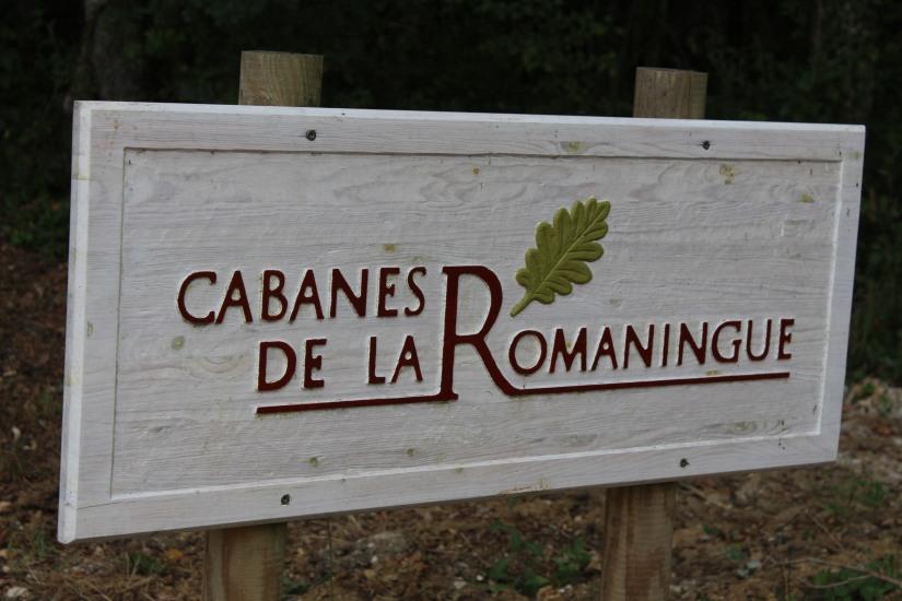cabane-romaningue-pompignac-bordeaux-tonneau-fut-vin-gironde-visite-nuit-dormir-depaysement-campagne-petit-dej-apero-rouge-famille-enfant-panneau