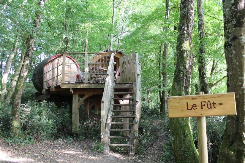 cabane-romaningue-pompignac-bordeaux-tonneau-fut-vin-gironde-visite-nuit-dormir-depaysement-campagne-petit-dej-apero-rouge-famille-enfant-vue