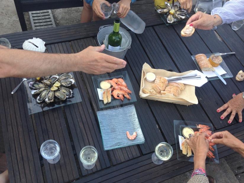 eric-larrarte-cap-ferret-arcachon-bassion-huitres-crevettes-degustation-bateau-ponton-ocean-gironde-aquitaine-atlantique-decouverte-balade-table