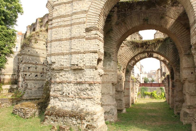 palais-gallien-romain-rome-bordeaux-histoire-patrimoine-monument-burdigala-decouverte-visite-ruine-pierre-centre-ville-apprendre