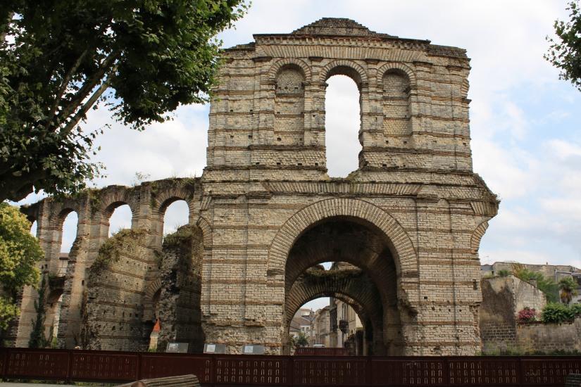 palais-gallien-romain-rome-bordeaux-histoire-patrimoine-monument-burdigala-decouverte-visite-ruine-pierre-centre-ville-aquitaine