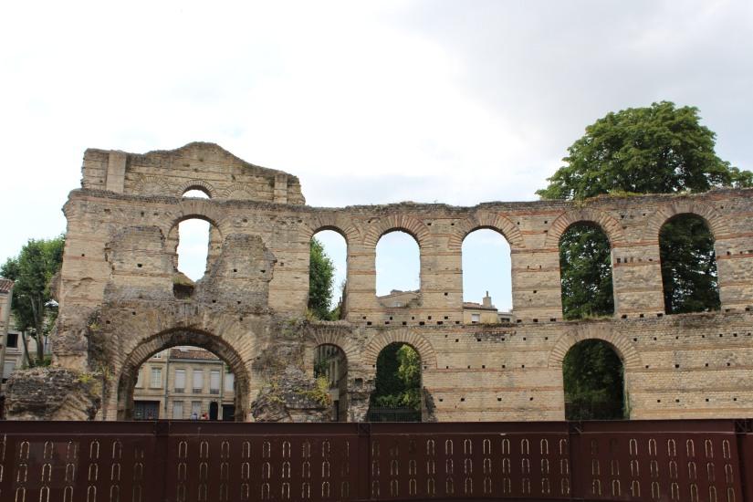 palais-gallien-romain-rome-bordeaux-histoire-patrimoine-monument-burdigala-decouverte-visite-ruine-pierre-centre-ville-ete