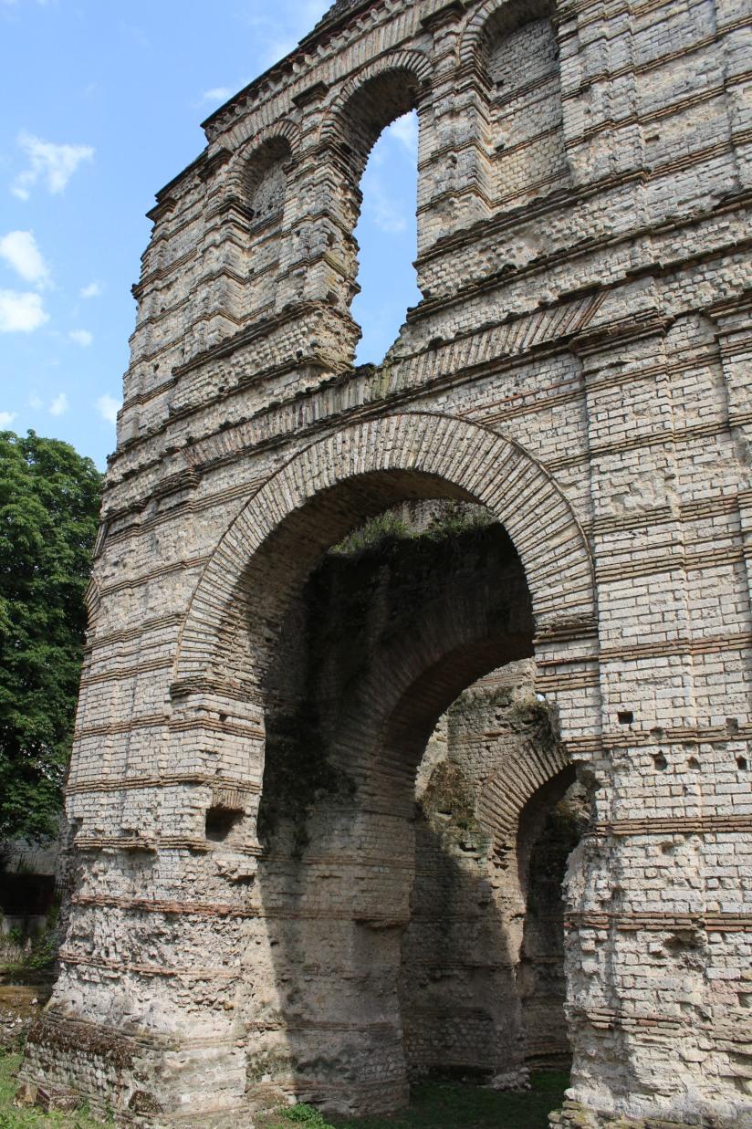palais-gallien-romain-rome-bordeaux-histoire-patrimoine-monument-burdigala-decouverte-visite-ruine-pierre-centre-ville-nature
