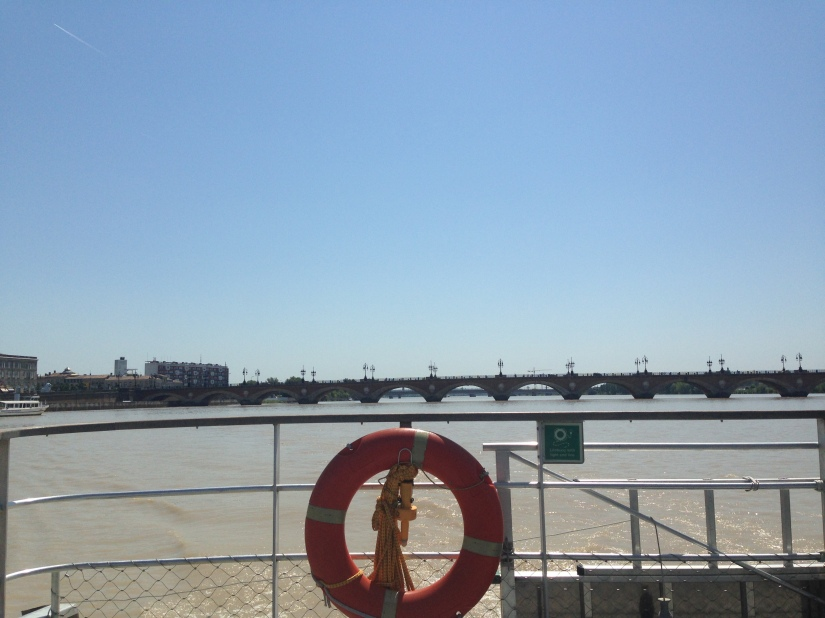 Batcub-bateau-transport-bordeaux-navette-garonne-tramway-metro-traversee-fluviale-balade-decouverte-visite-excursion-fluide-deplacement-ville-hangar-quai (1)