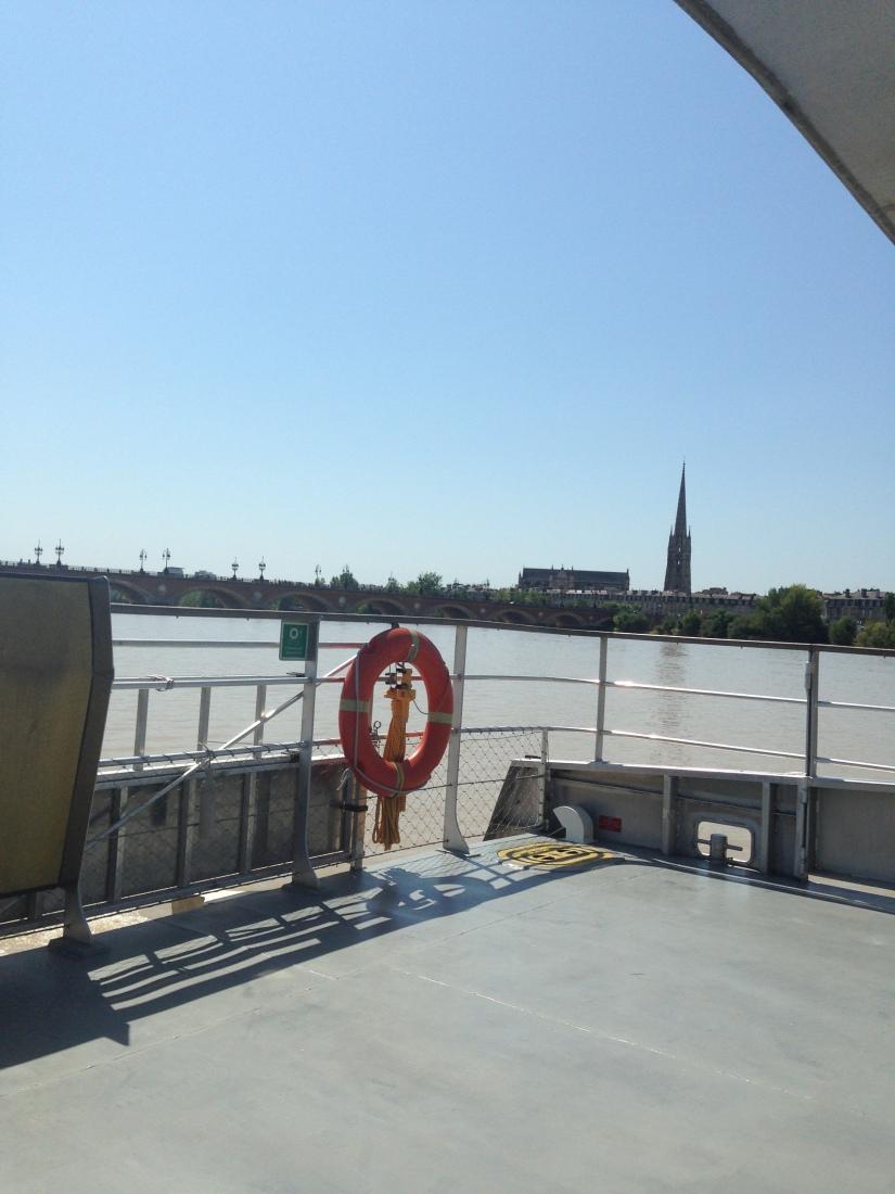 Batcub-bateau-transport-bordeaux-navette-garonne-tramway-metro-traversee-fluviale-balade-decouverte-visite-excursion-fluide-deplacement-ville-hangar-quai (2)