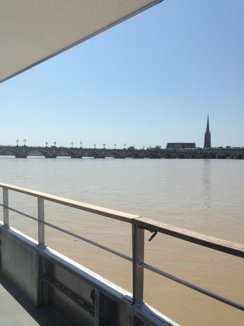 Batcub-bateau-transport-bordeaux-navette-garonne-tramway-metro-traversee-fluviale-balade-decouverte-visite-excursion-fluide-deplacement-ville-hangar-quai (3)