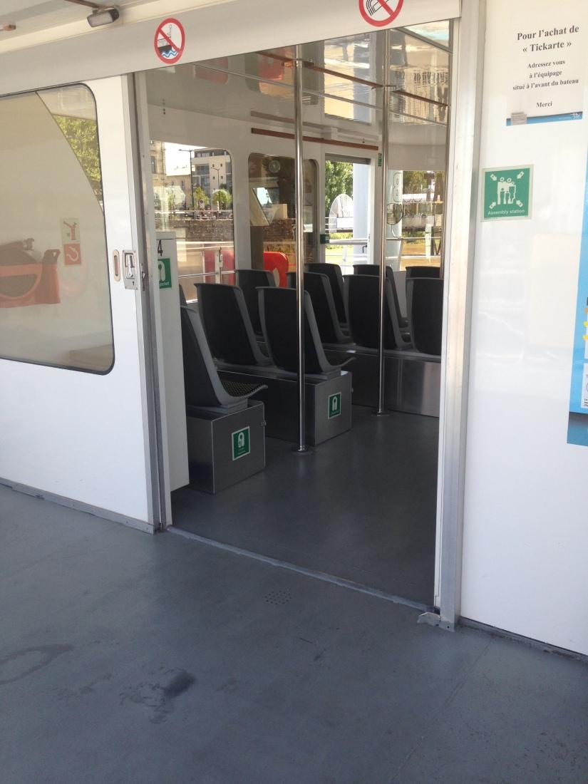 Batcub-bateau-transport-bordeaux-navette-garonne-tramway-metro-traversee-fluviale-balade-decouverte-visite-excursion-fluide-deplacement-ville-hangar-quai (5)