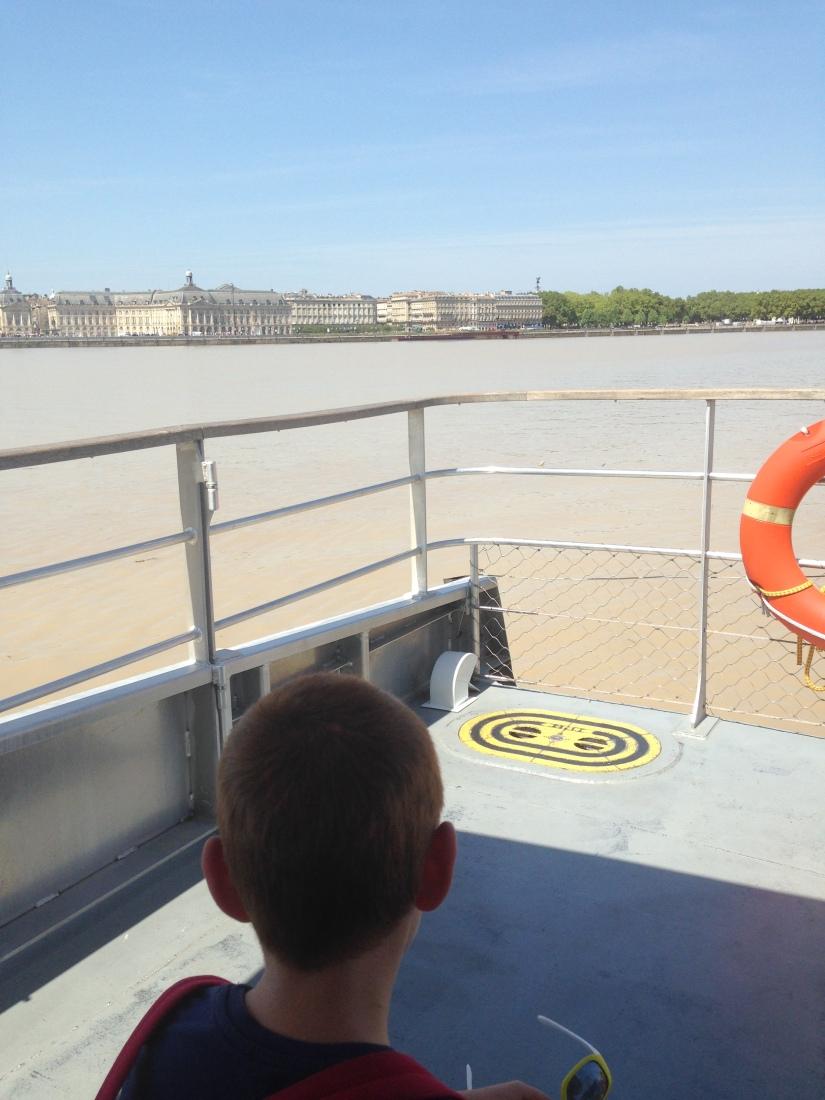 Batcub-bateau-transport-bordeaux-navette-garonne-tramway-metro-traversee-fluviale-balade-decouverte-visite-excursion-fluide-deplacement-ville-hangar-quai (6)