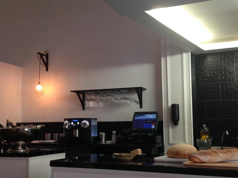 cote-rue-restaurant-bistrot-gastronomique-bordeaux-amoureux-amis-duo-cuisine-moderne-nouveau-deco-chef-ouverte