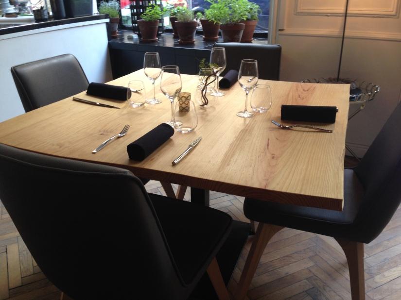 cote-rue-restaurant-bistrot-gastronomique-bordeaux-amoureux-amis-duo-cuisine-moderne-nouveau-deco-table