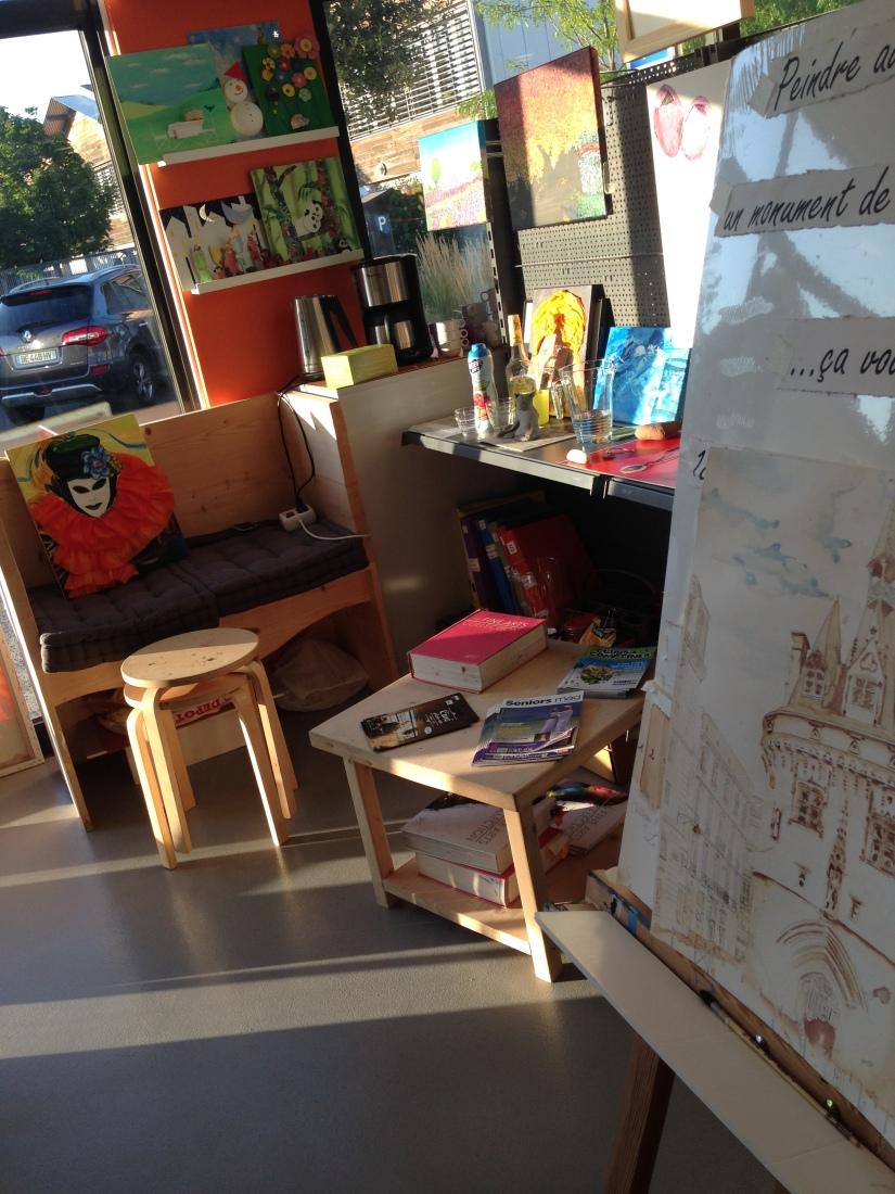 lezard-creatif-bordeaux-pessac-centre-ville-art-peinture-vin-aquarelle-atelier-seance-chateau-pape-clement-merlot-esquisse-tableau-technique-decouverte-degustation-13