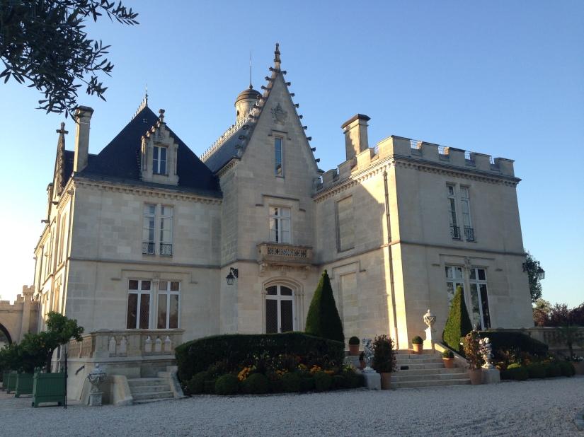 lezard-creatif-bordeaux-pessac-centre-ville-art-peinture-vin-aquarelle-atelier-seance-chateau-pape-clement-merlot-esquisse-tableau-technique-decouverte-degustation-modele