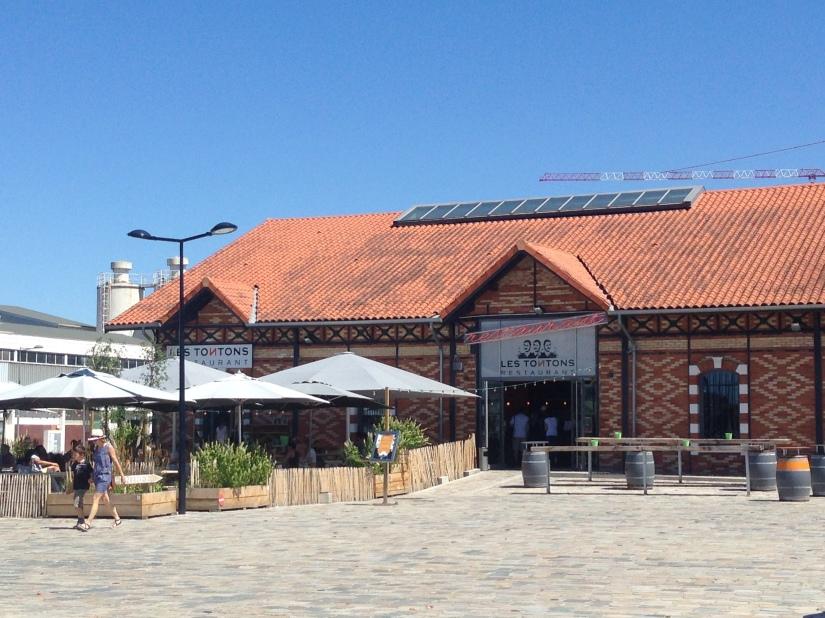Les-tontons-restaurant-bordeaux-quai-bacalan-marques-pont-brunch-volonte-buffet-bistrot-brasserie-kidsfriendly-terrasse-11