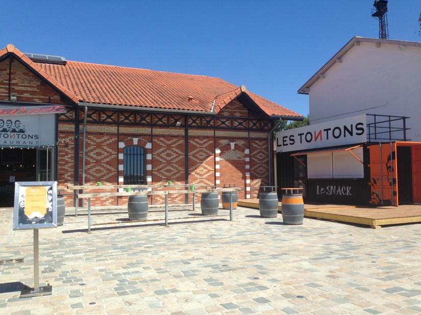 Les-tontons-restaurant-bordeaux-quai-bacalan-marques-pont-brunch-volonte-buffet-bistrot-brasserie-kidsfriendly-terrasse