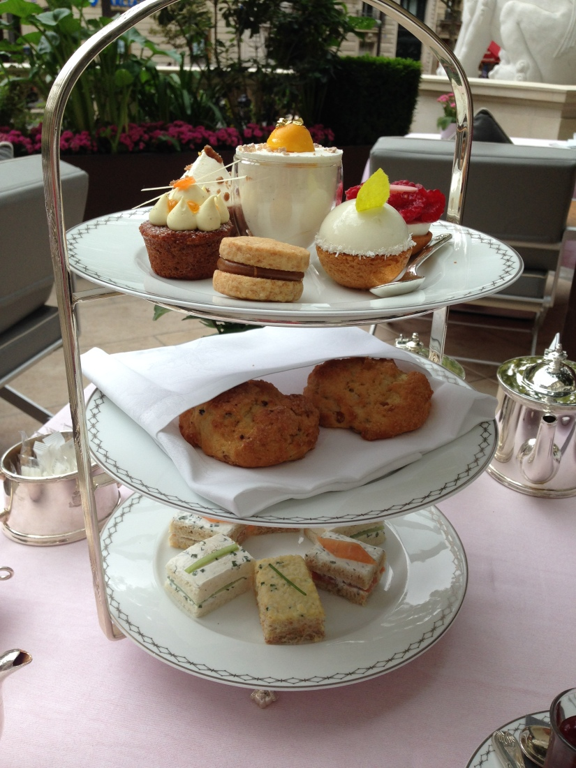 peninsula-hotel-lobby-table-afternoon-tea-gouter-thé-royal-majestic-majestueux-patisserie-terrasse-couverte-luxe-paris (13)
