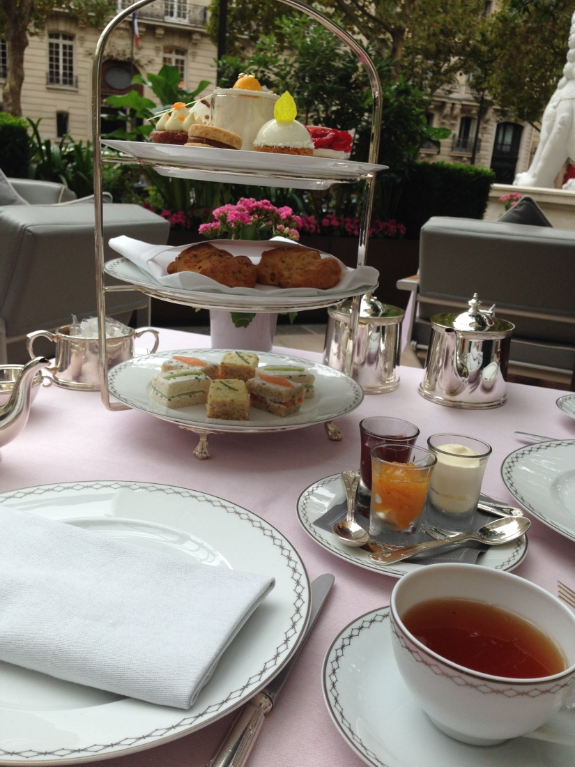 peninsula-hotel-lobby-table-afternoon-tea-gouter-thé-royal-majestic-majestueux-patisserie-terrasse-couverte-luxe-paris (14)