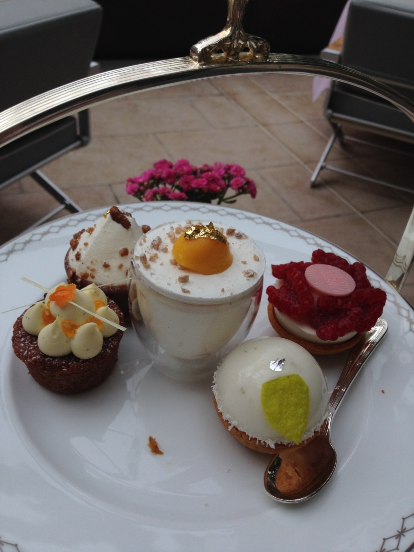 peninsula-hotel-lobby-table-afternoon-tea-gouter-thé-royal-majestic-majestueux-patisserie-terrasse-couverte-luxe-paris (15)