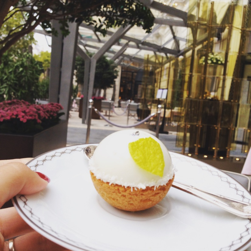 peninsula-hotel-lobby-table-afternoon-tea-gouter-thé-royal-majestic-majestueux-patisserie-terrasse-couverte-luxe-paris (23)