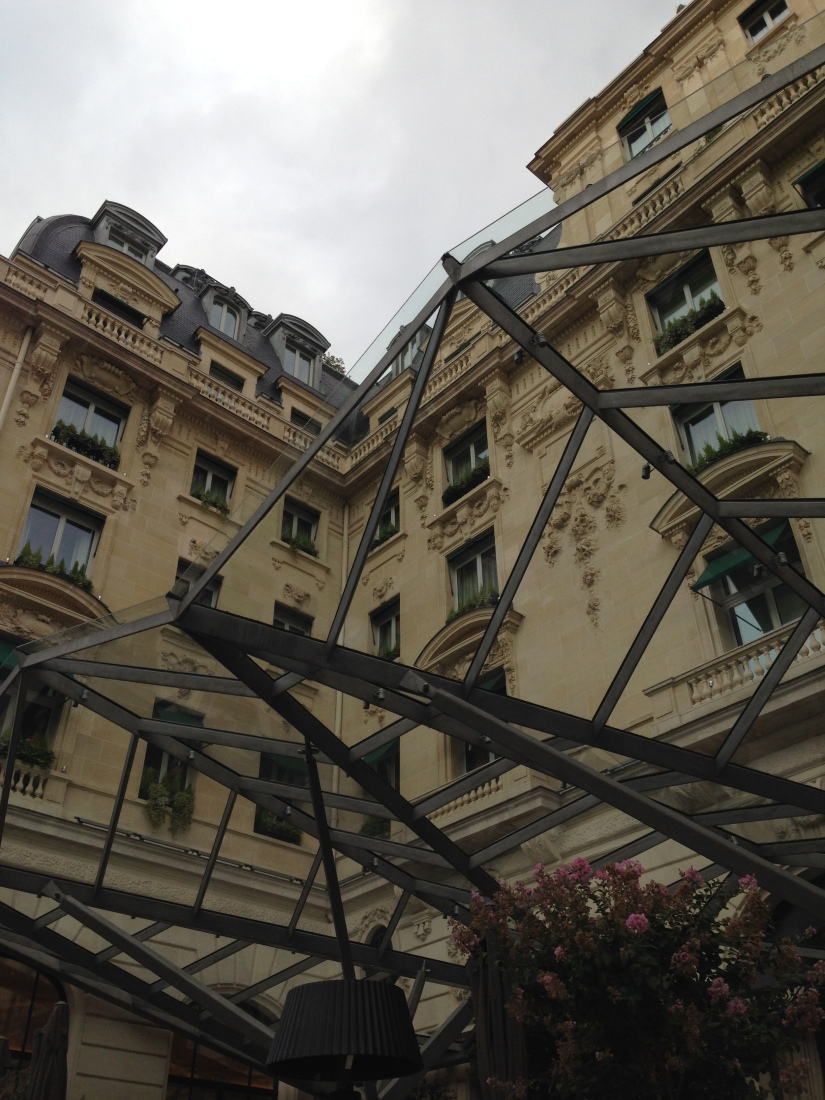 peninsula-hotel-lobby-table-afternoon-tea-gouter-thé-royal-majestic-majestueux-patisserie-terrasse-couverte-luxe-paris (3)