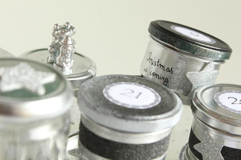 diy-avent-advent-calendrier-calendar-brico-tuto-jar-bocal-bocaux-peinture-paillettes-recup-recyclage-verre-facile-pas-cher-gratuit-idee-noel-vacances-enfant-kid (1)