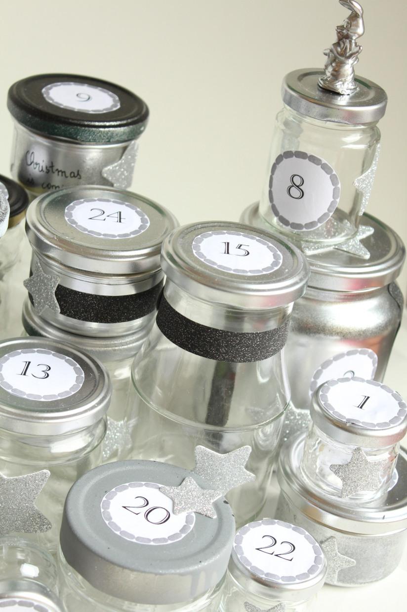 diy-avent-advent-calendrier-calendar-brico-tuto-jar-bocal-bocaux-peinture-paillettes-recup-recyclage-verre-facile-pas-cher-gratuit-idee-noel-vacances-enfant-kid (11)