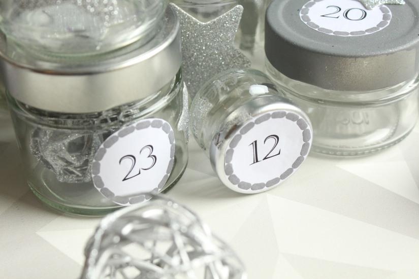 diy-avent-advent-calendrier-calendar-brico-tuto-jar-bocal-bocaux-peinture-paillettes-recup-recyclage-verre-facile-pas-cher-gratuit-idee-noel-vacances-enfant-kid (5)