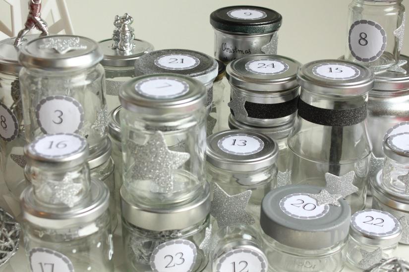 diy-avent-advent-calendrier-calendar-brico-tuto-jar-bocal-bocaux-peinture-paillettes-recup-recyclage-verre-facile-pas-cher-gratuit-idee-noel-vacances-enfant-kid (9)
