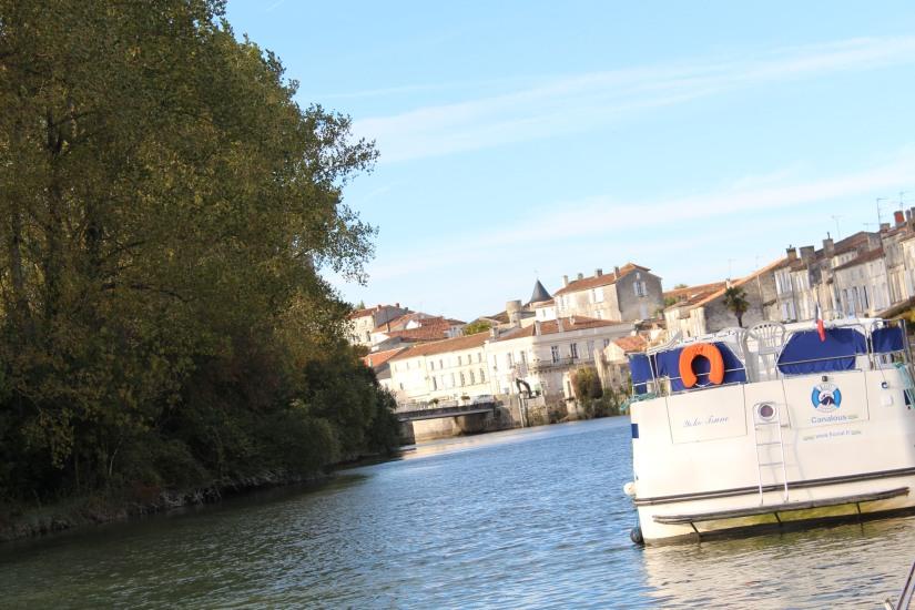 canalous-croisiere-fluviale-charentes-bateau-riviere-navigation-naviguer-famile-cognac-jarnac-saintes-gironde-vacances-3