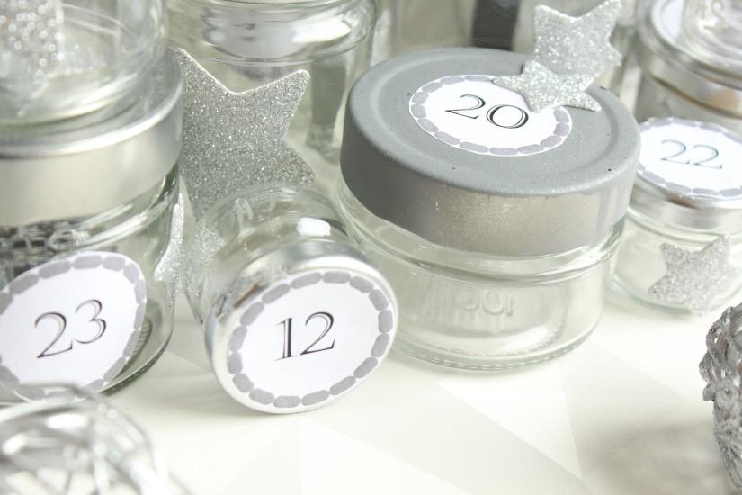 diy-avent-advent-calendrier-calendar-brico-tuto-jar-bocal-bocaux-peinture-paillettes-recup-recyclage-verre-facile-pas-cher-gratuit-idee-noel-vacances-enfant-kid (14)