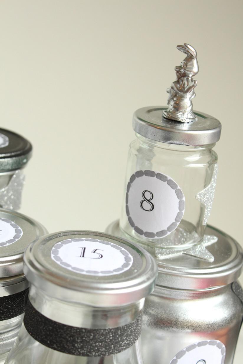diy-avent-advent-calendrier-calendar-brico-tuto-jar-bocal-bocaux-peinture-paillettes-recup-recyclage-verre-facile-pas-cher-gratuit-idee-noel-vacances-enfant-kid (15)