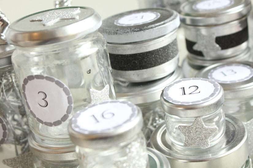 diy-avent-advent-calendrier-calendar-brico-tuto-jar-bocal-bocaux-peinture-paillettes-recup-recyclage-verre-facile-pas-cher-gratuit-idee-noel-vacances-enfant-kid (18)