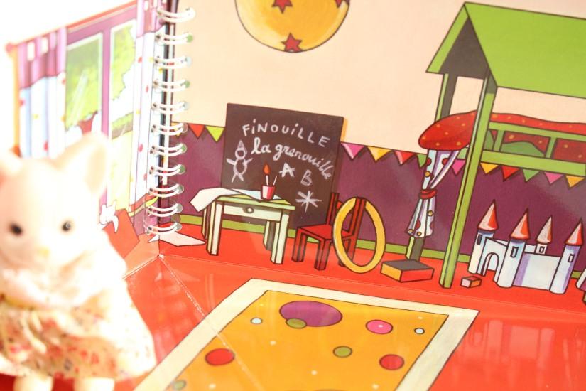 mademoiselle-cartonne-livre-cahier-coloriage-colorier-jouets-figurine-emporter-playmobil-sylvanian-families-facile-jeu-pratique-offrir-noel-anniversaire (9)