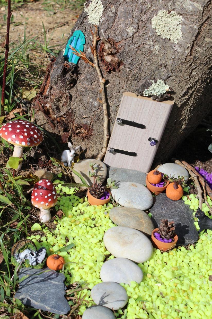 maison-fée-fee-fairy-garden-home-house-porte-jardin-deco-brico-tuto-diy-jeux-activité-enfant-imagination-truffaut-loisir-creatif-figurine-schleich-plante (70)