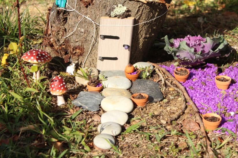 maison-fée-fee-fairy-garden-home-house-porte-jardin-deco-brico-tuto-diy-jeux-activité-enfant-imagination-truffaut-loisir-creatif-figurine-schleich-plante (8)