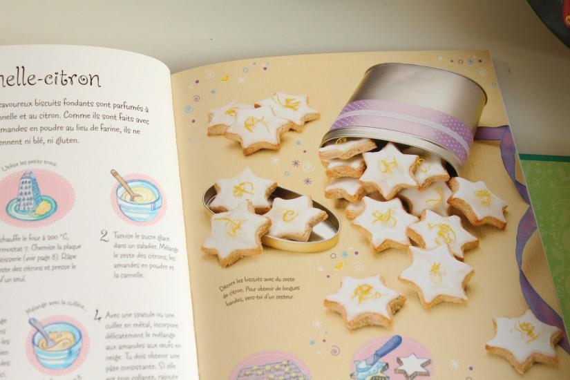 livre-cuisine-noel-coffret-usborne-ustencil-emporte-piece-caissette-muffin-cupcakes-sablés-biscuit-jeunesse-enfant-cadeau-avent-cuisinier-decouverte (1)