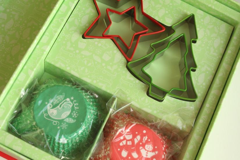 livre-cuisine-noel-coffret-usborne-ustencil-emporte-piece-caissette-muffin-cupcakes-sablés-biscuit-jeunesse-enfant-cadeau-avent-cuisinier-decouverte (5)