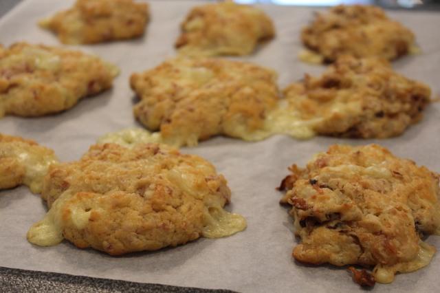 La recette de l hiver les cookies raclette pour un ap ro au ski ou la montagne - Coupe fromage a raclette ...